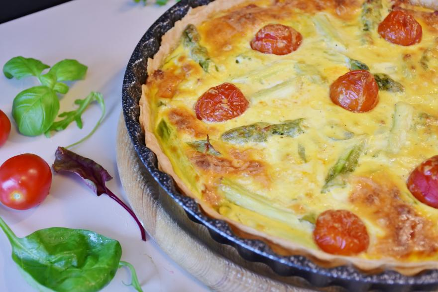 asparagus bell pepper quiche with tomatoes